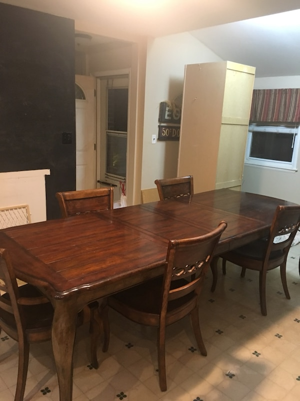 Hooker dining room set 6 chairs and table