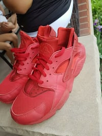 Nike air huaraches red size 9