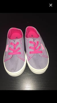 Oomphies girls shoes Central Saanich, V8Y