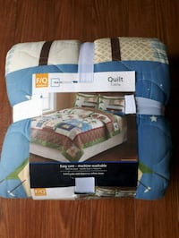 Brand new quilt fits full/queen size bed Calgary, T2A 5Z6