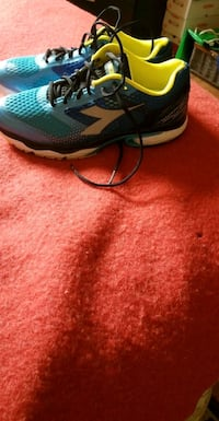 Diadora  mens running  shoes size 10.5