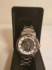 round silver chronograph watch with link bracelet Queens, 11365
