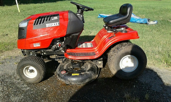 7 Speed LT4200 Huskee Lawn Tractor