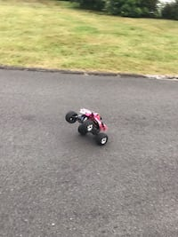 Traxxas stampede RC 2wd only used a dozen times  East Haven, 06512
