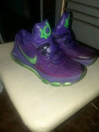 purple-and-green Nike basketball shoes Amarillo, 79106