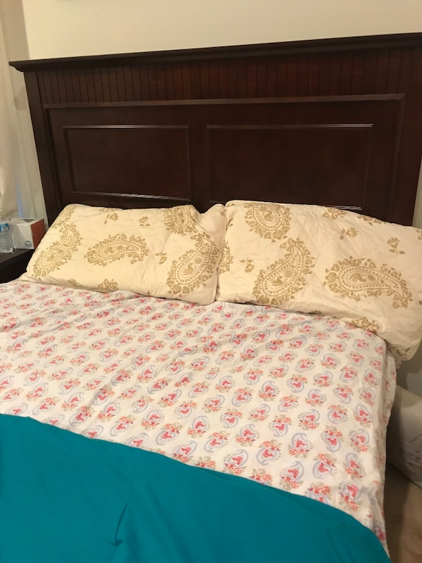 Queen size mattress only , old but still good 3ccceb23-b860-4622-8147-c9012756f5e2