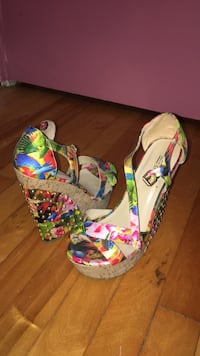 Pair of multicolored floral wedge sandals Laval, H7G 3L2