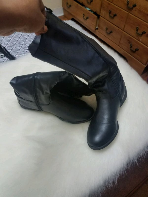 Womens size 10 Boots 2