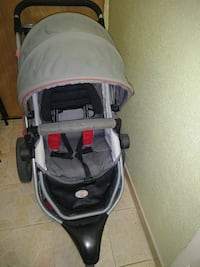 baby's gray and black jogger strolle