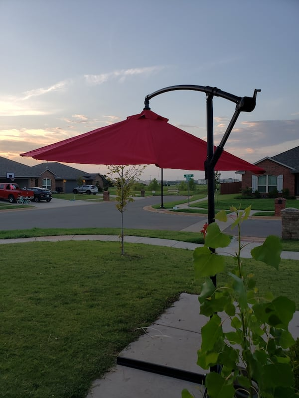 10 F Outdoor Umbrella With Metal Base  6