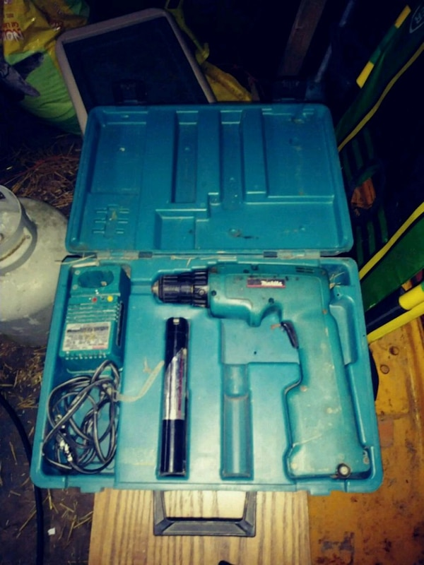 blue and black Makita cordless drill works