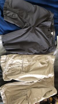 Size 32 Sonoma cargo shorts  Waterford, 16441