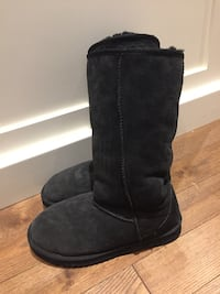 Black boots size 7 with warm inner liner