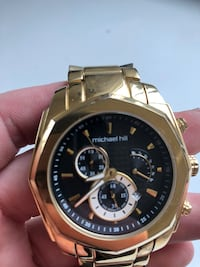round gold-colored chronograph watch with link bracelet Vancouver, V6P 2X3