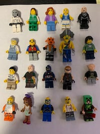 20 LEGO mini figs