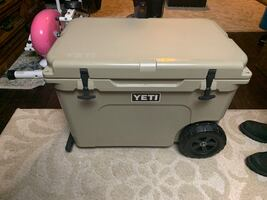 Yeti cooler w wheels