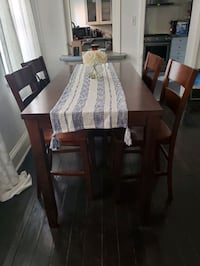 Dining room table and 4 chairs Philadelphia, 19123