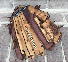 Left hand-Mizuno baseball glove12""