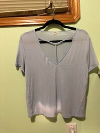 gray V-neck t-shirt Edmonton, T6T 1G2
