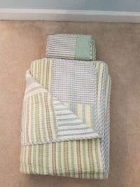 Queen Size Reversible Quilt with 2 Pillow Shams