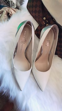 Pair of white leather pointed-toe heels Vacaville, 95687