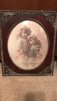 Beautiful picture of two little girls in vintage frame Gainesville, 20155