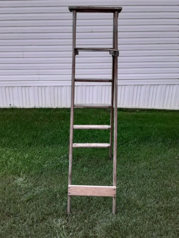 Two Wooden Vintage Ladders 623000eb-9895-46f4-bd46-59216064eaf0