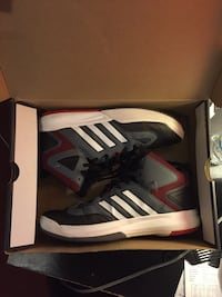 Pair of adidas basketball shoes Ripon, 95366