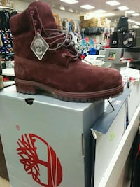 unpaired brown Timberland suede boot with box Toronto, M1L 2L6