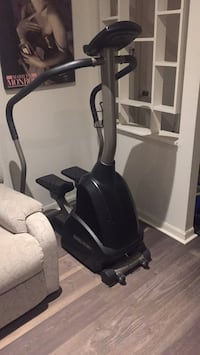 Electric Elliptical trainer brand new best offer takes it  [PHONE NUMBER HIDDEN]  Montréal, H8T 1Y8