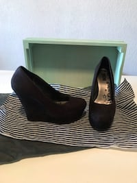 pair of black leather wedge shoes Fresno, 93703