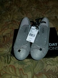 Gray size 13 girl slippers Annandale, 22003