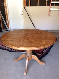 round brown wooden pedestal table Bolton, L7E 1J5