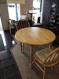 Oak Drop Leaf Table/2 Chairs Farmington Hills, 48334