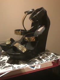 Heels look at other pics 15 each never worn size 9 Montreal