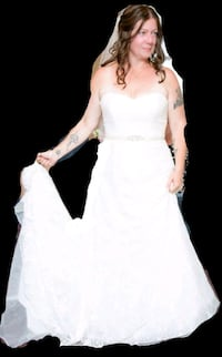 women's white wedding dress comes with shoes- belt Mississauga, L4Z