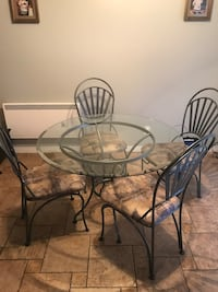 Round glass kitchen table - fantastic condition
