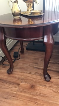 round brown wooden side table North Vancouver, V7L 4T1