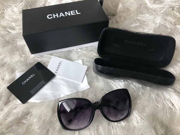 61154d555573 Used black framed Ray Ban wayfarer sunglasses with case for sale in Los  Angeles - letgo
