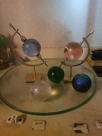 two brass-colored bases with balls decor lot Delta, V4C 6A7