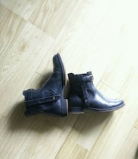 Ecco Leather Chealsea Boots Richmond, V6Y 3E6