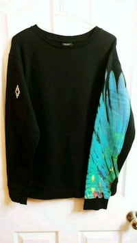 Marcelo Burlon crew neck size medium fits big Surrey, V3R