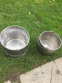 2 stainless steel buckets and scoop Toronto, M9R 1X6