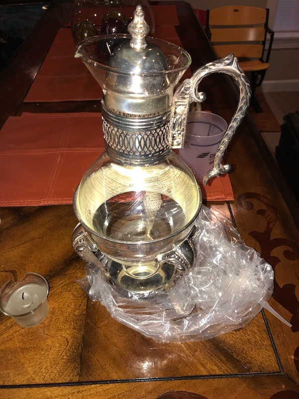 clear glass pitcher with silver frame 5b41e5d2-5279-4dbb-922c-10a25884977b
