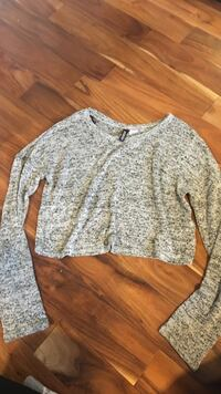 Grey long sleeve loose crop top  Mississauga, L5W 1A1