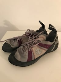 Scarpa Climbing shoes size 6  Webster Groves, 63119