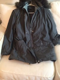 black zip-up jacket Annandale, 22003