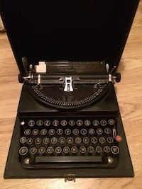 Vintage 1932 Typewriter Châteauguay