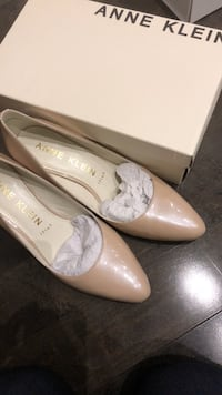 Anne Klein size 9.5 pumps Vaughan, L6A