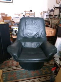 Large leather arm chairs. No rips no tears no scrathes Toronto, M6H 2A4